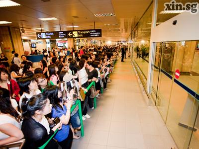 esperando por Mino aeropuerto S